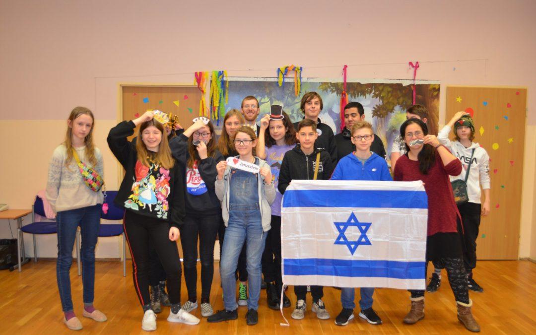 family with israeli flag